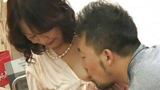 Мама делает массаж порно Мицу кинута Япончика бабушки 1