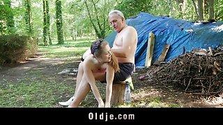 Дедушка посмотреть русскую порнографию наказывает юная проказница с тини нахуй в лесу