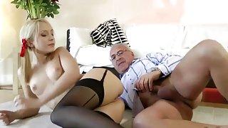 Horny секс гри блондинка киску и задницу на этот счастливый старик
